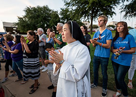 A Dominican nun applauds during the 40 Days for Life Kickoff Rally Sept. 25. (NTC/Juan Guajardo)