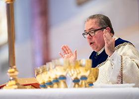 Bishop Olson celebrates Mass