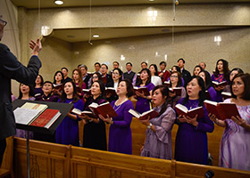 The Suoi Thieng choir from Vieynamese Martyrs Parish in Arlington performs during a Sunday Mass March 24. (NTC/Ben Torres)