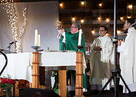 Bishop Michael Olson celebrates Mass during the Encounter Texas Conference at the Gaylord Texan Conference Center in Grapevine, Texas. (NTC/Kevin Bartram)