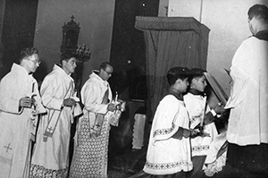 Fr.-Curtsinger-Ordination-WEB.jpg