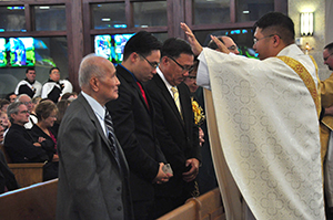 Ordination-2013-Khoi-blsg-family.jpg