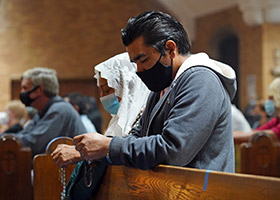 Couple prays the Rosary
