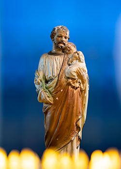 statue of St. Joseph with baby Jesus