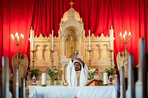 "Father Vijaya ""VJ"" Mareedu, SAC, celebrates Mass July 16 at St. Francis Xavier Parish in Eastland. (NTC/Juan Guajardo)"