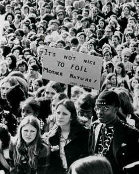 Young people take part in the first March for Life in 1974 in Washington. Forty years after the U.S. Supreme Court legalized abortions, the pro-life movement hasn't stepped back in its resolve to see the decision reversed.(CNS files) (Jan. 4, 2013)