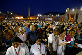 A crowd fills St. Peter's Square at the Vatican as Pope Francis leads a vigil to pray for peace in Syria Sept 7. (CNS photo/Paul Haring)
